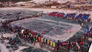 Открытие года Байкала: Фетисов и другие звезды хоккея провели матч на льду знаменитого озера