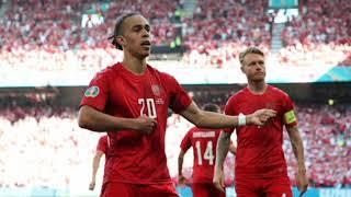 Сборная Дании забивает гол в ворота Англии 1-0