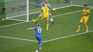 Сборная Украины забивает гол в ворота сборной Швеции