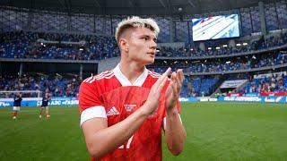 Киркоров поёт гимн, Черчесов заводит трибуны, Россия побеждает. За кадром матча с Болгарией