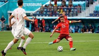 Сборная Швейцарии забивает гол в ворота Испании 1-1